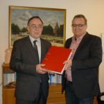 Übergabe der Unterstützungsunterschriften an Bürgermeister Nussel